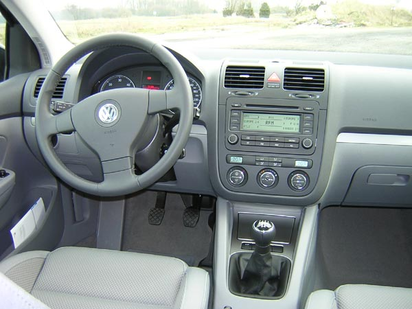 Essai volkswagen golf v 2 0 l tdi 140 ch passion for Interieur golf 5